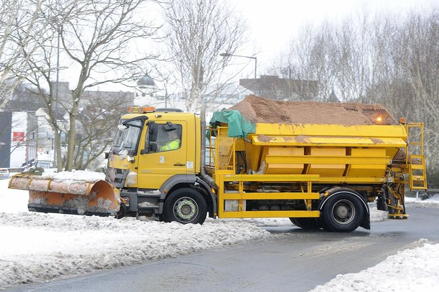 Snow is expected to cause travel disruption across Forth Valley today and tomorrow, according to the Met Office. Picture: Michael Gillen.