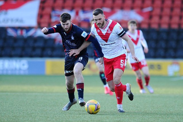 Former Airdrieonians defender Sean Crighton will lead Stenhousemuir as the club's new captain next season