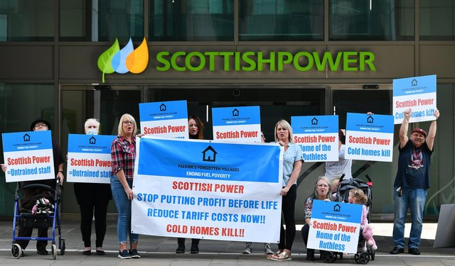 Falkirk's Forgotten Villages - Ending Fuel Poverty campaigners took their fight to Scottish Power's HQ in Glasgow