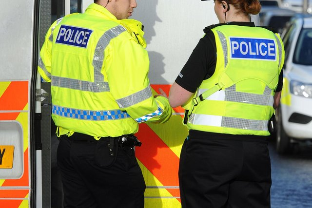 Police are searching for five people seen in the Bowhouse Road area of Grangemouth when a robbery took place