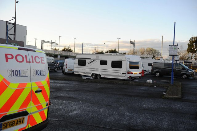 The travellers pulled up and stopped off in the car park of Camelon's ten pin bowling alley last night