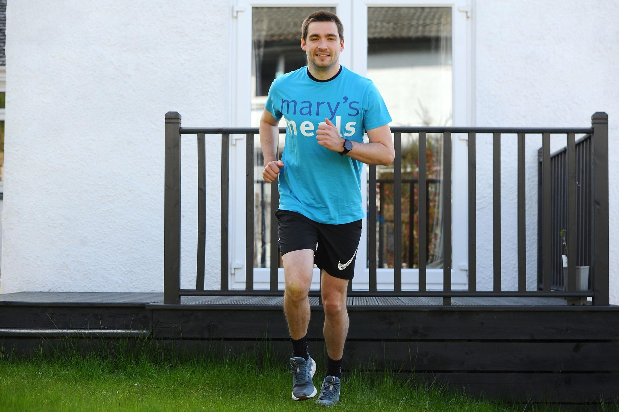 Wallacestone man ran four miles every four hours over weekend to support Mary's Meals