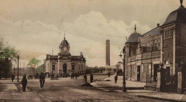 Charing Cross in Grangemouth around 1920.
