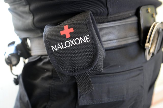 Police officers in Forth Valley have been trained to use naloxone to reverse the effects of an opioid-related overdose. Picture: Michael Gillen.