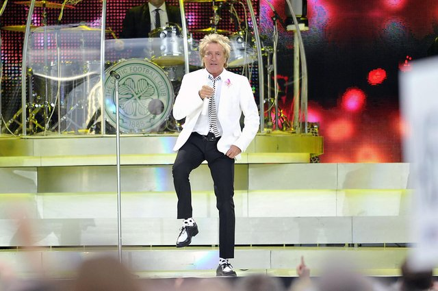 Sir Rod Stewart in action at The Falkirk Stadium in 2014. Picture: Michael Gillen.