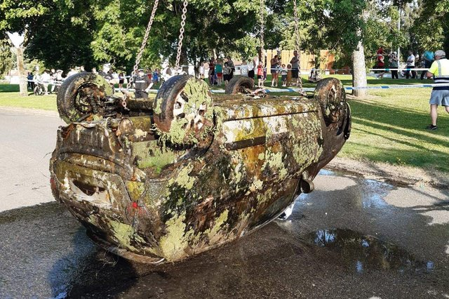 A car was recovered from the Forth and Clyde Canal at Lock 16 in Camelon. Picture: Craig Sear, Scottish Canals maintenance supervisor.
