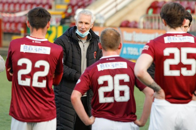 Stenhousemuir manager Davie Irons addresses his team at full time after they won 2-0 (Pic: Scott Louden)
