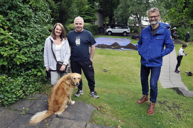 The Great British Dig presenter Hugh Dennis with Falkirk residents Gail and Ian Jones and their Golden Retriever, Zucca. Picture: Michael Gillen.